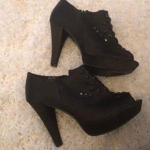 "Size 9 Charlotte Russe 4 1/2"" heel w 1"" platform"